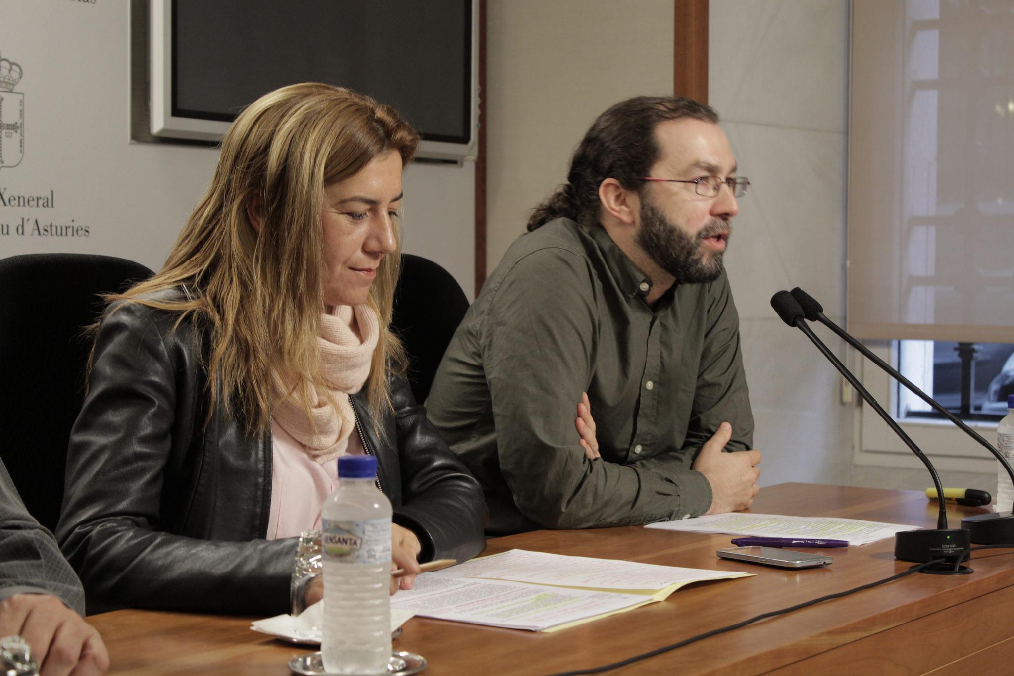 Los parlamentarios asturianos Rosa Espiño y Emilio León