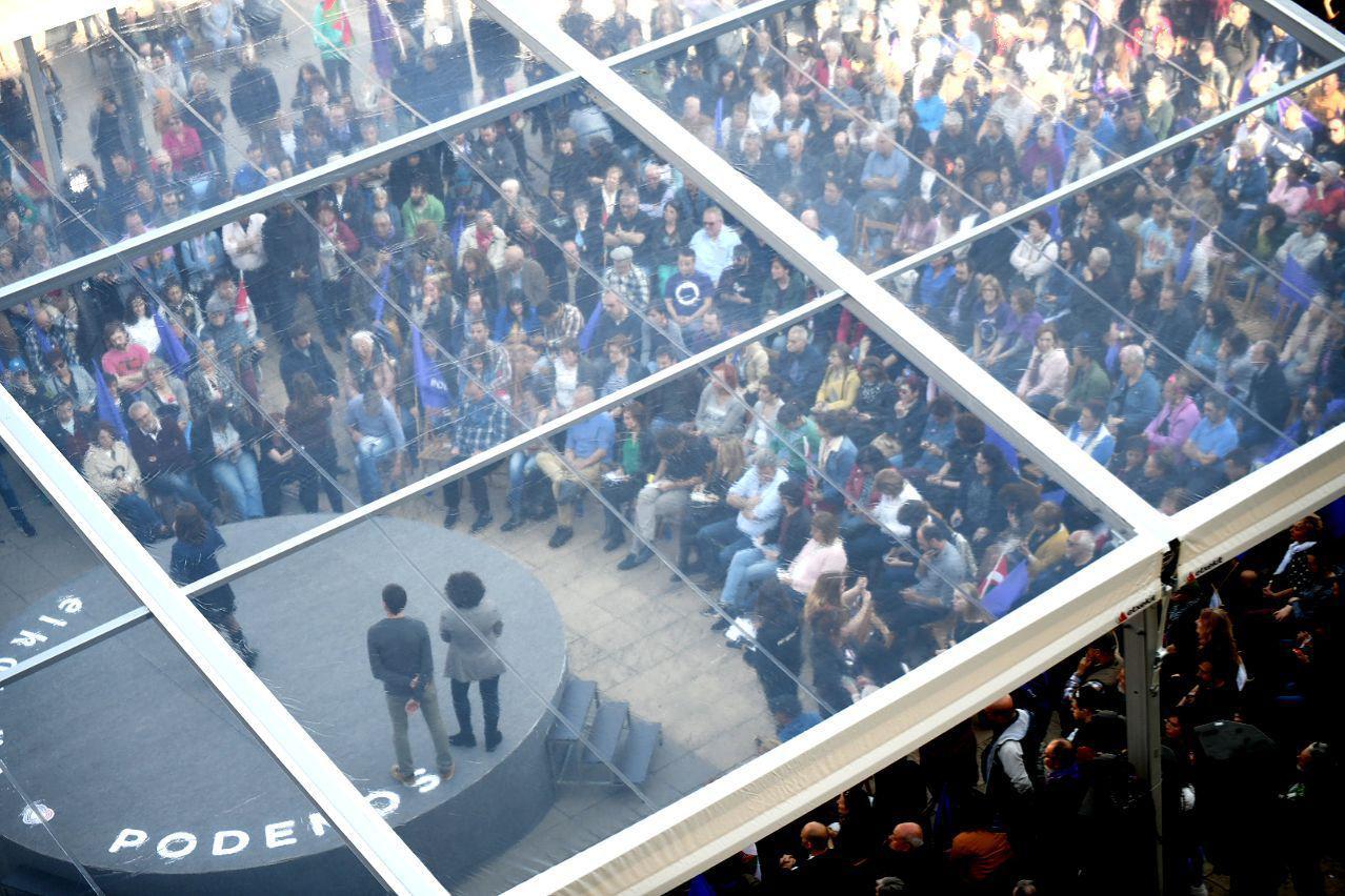 Imágen del encuentro con la gente celebrado este sábado en Bilbao. FOTO: DANI GAGO